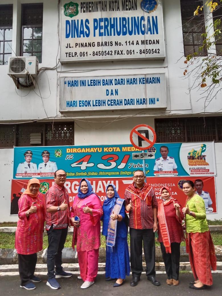 Pakaian dinas harian khas daerah dilingkungan kantor Dinas Perhubungan Pemerintah Kota  Medan